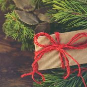 Last-minute-Weihnachtsgeschenk: vhs-Gutschein für einen Yoga-Workshop
